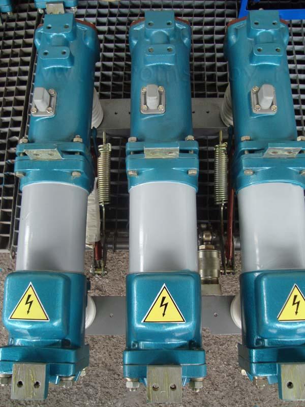 Продам масляные выключатели ВМП 10 номинальный ток 630 А привод ПЭ 11 фото 2.