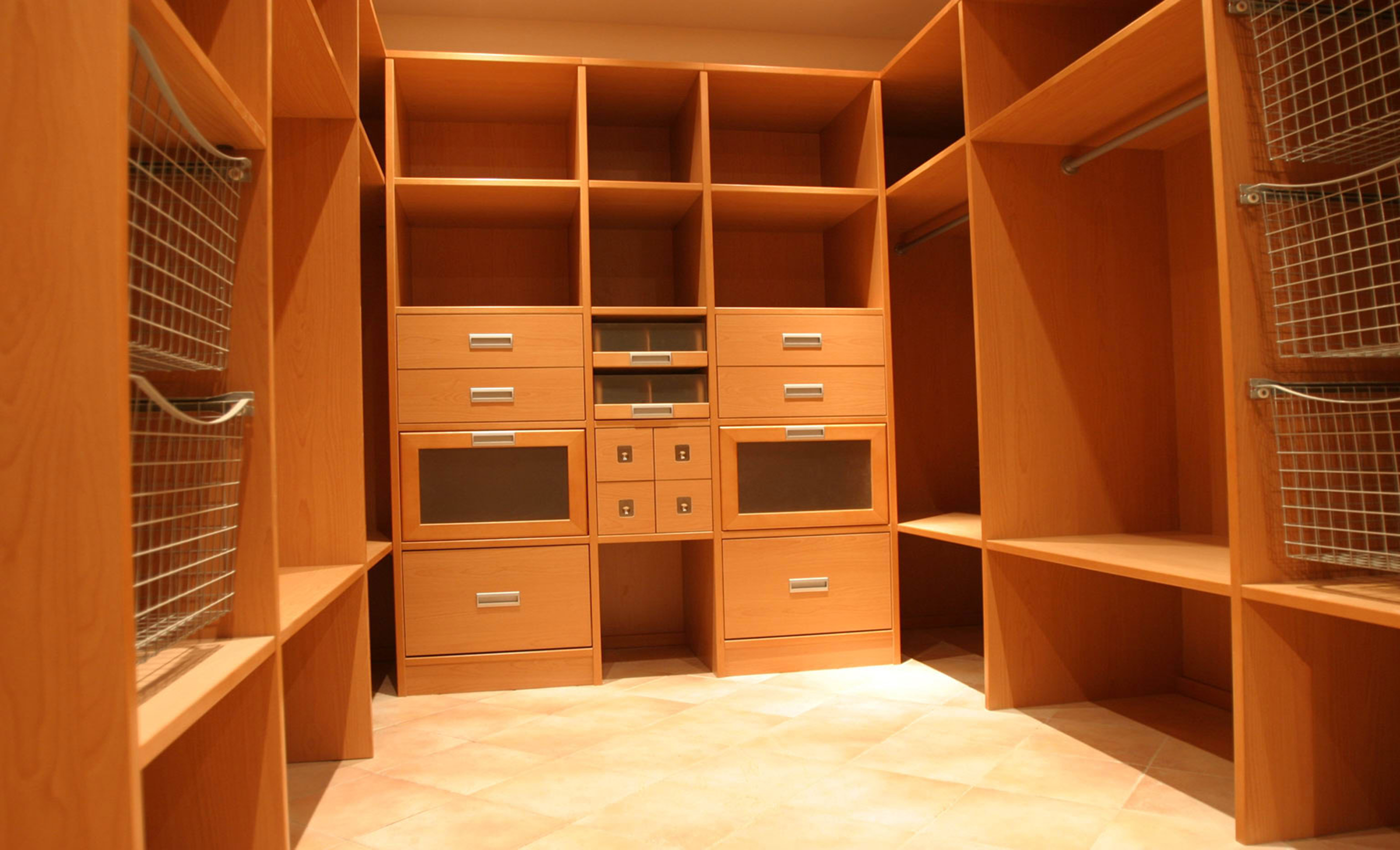 Мебель в гардеробную комнату своими руками