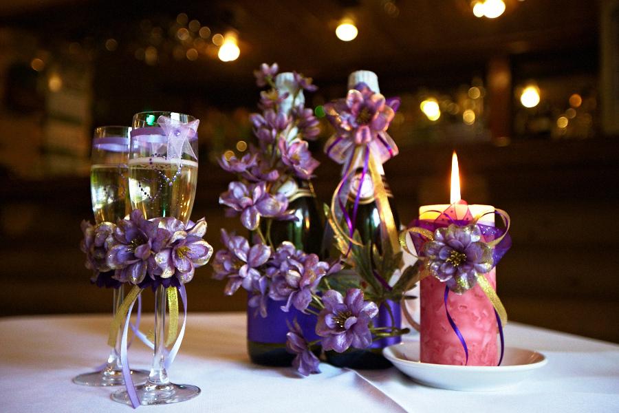 Оформить бутылки шампанского на свадьбу своими руками