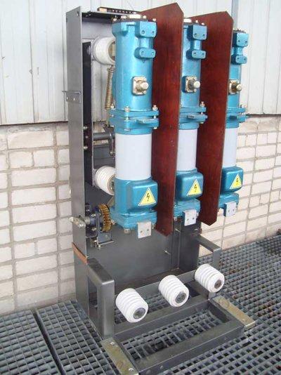 Продаю масляные выключатели ВМП-10-630-20К с приводами постоянного тока ПЭ-11.