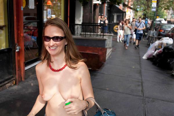 фото красивых женщин с обнажённой грудью