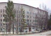 В Лесозаводске у проходной в городскую больницу умирает женщина с ампутированными ногами